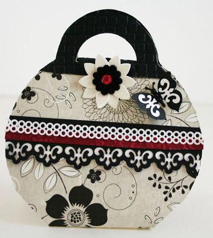 Black & White Handbag_edited-3