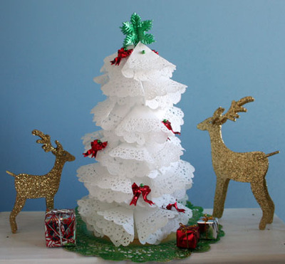Christmas_tree_4_white_doiliesgreat