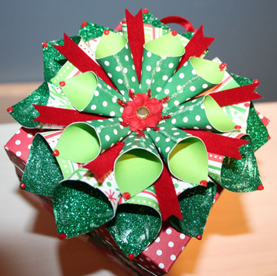 Christmas_exploding_box_bow_closeup