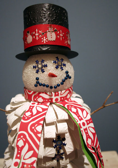 Paper_snowman_close_up_great_shot