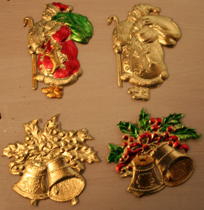 Closeup_of_gold_paper_charms_plai_2